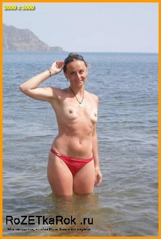 Зрелая дама на море